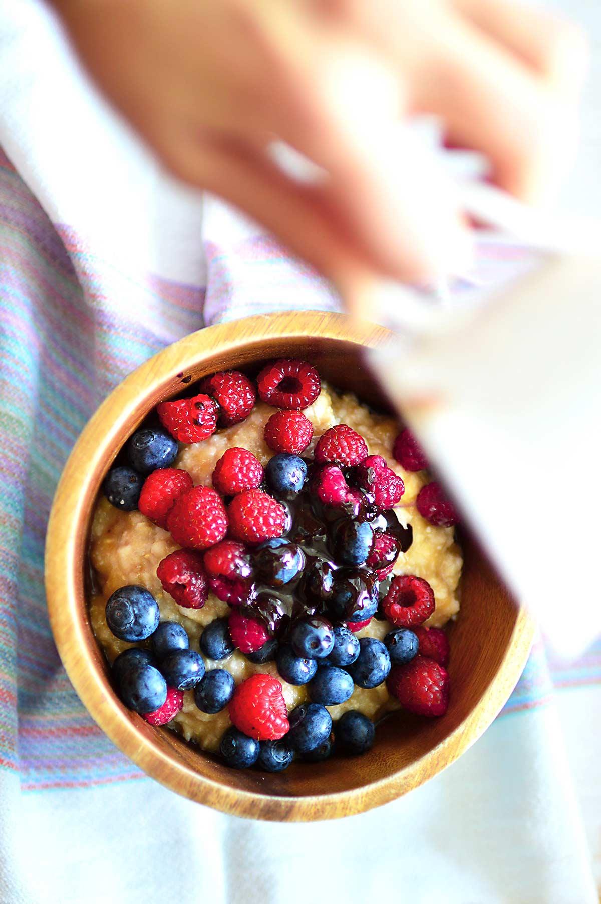 Porrdige with berries